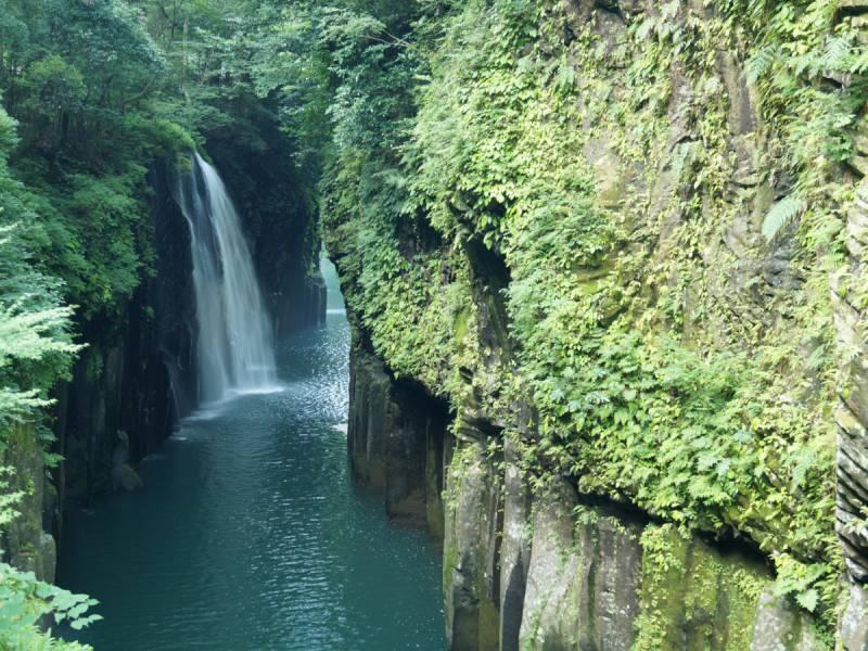 阿蘇の熔岩が流れ、浸蝕されてできた高千穂峡